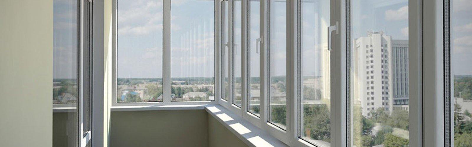 """Теплое остекление балконов и лоджий компания """"окна плюс""""."""