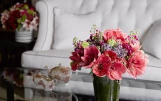 Искусственные цветы в интерьере дома