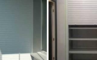 Эргономичный шкаф на балкон с роль ставнями: удобство и компактность