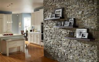 Отделка стен декоративным камнем и обоями: фото и достоинства