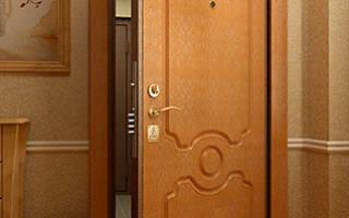 Стальные двери в квартиру – зеркальные и с внутренним открыванием