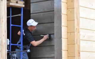 Покраска внутренних стен и фасада дома из клееного бруса