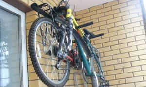 Простое настенное крепление для велосипеда своими руками