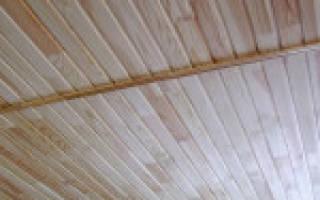 Как сделать потолок из вагонки своими руками?
