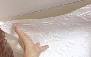 Правила поклейки обоев на потолок